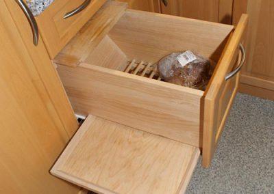 Brotlade mit E-Anschluss fuer das Brotmesser