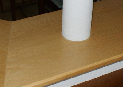 Stahlsäule in der Holzplatte